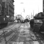 checkpoint-charlie-soviet-us-tanks-1961