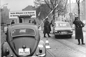 invalidenstrasse-border-crossing-1964